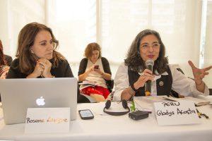 Rosane Lavigne, feminista, Defensora Pública e integrante do Fórum Justiça, Articulação  organizadora do Seminário; no debate ao lado de Gladys Acosta