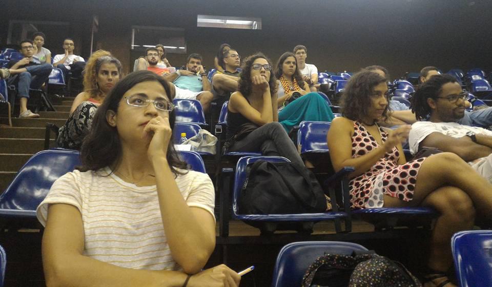 El público se formó con estudiantes y militantes estranjeros y brasileros. Produjo una fuerte integración de la comunidad colombiana residente en Brasil.