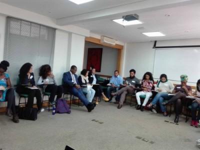 Pesquisadoras/es, defensoras/es públicas/es e ativistas de organizações e movimentos sociais colaboraram com aportes teóricos e estratégias.