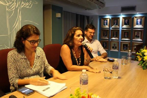 Arlanza Rebello, defensora pública coordenadora do NUDEM e integrante do Fórum Justiça, debate sobre os resultados da pesquisa.